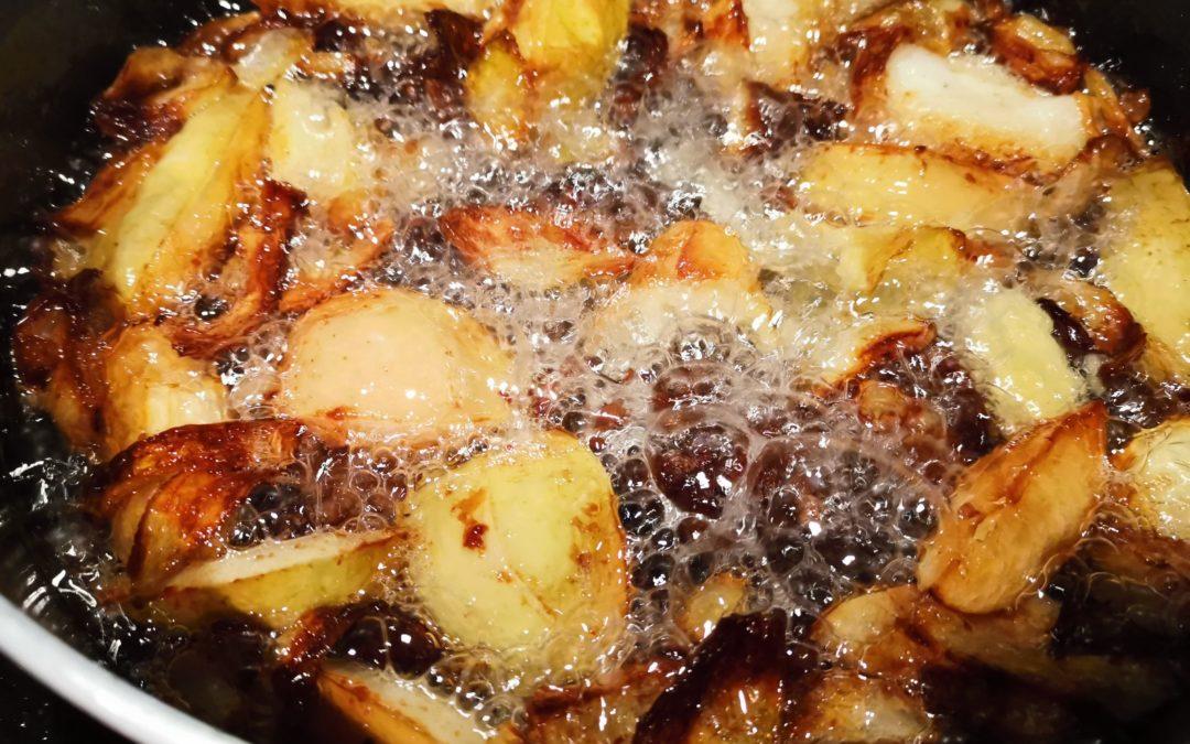 Fett mit Äpfeln und Zwiebeln