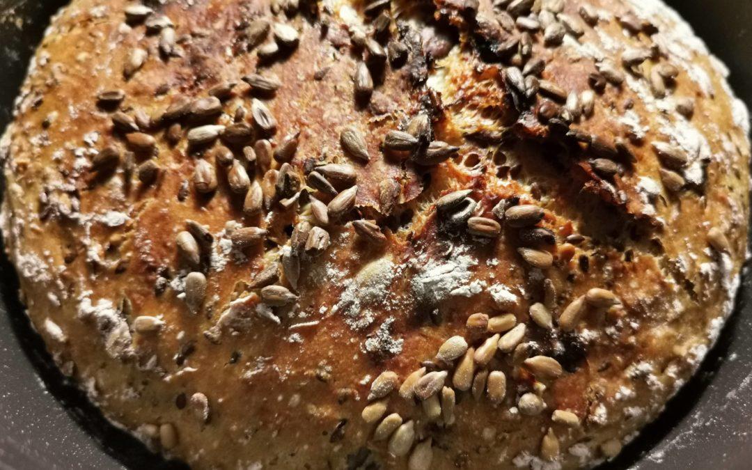 Topfbrot mit Dinkelmehl und Superfood