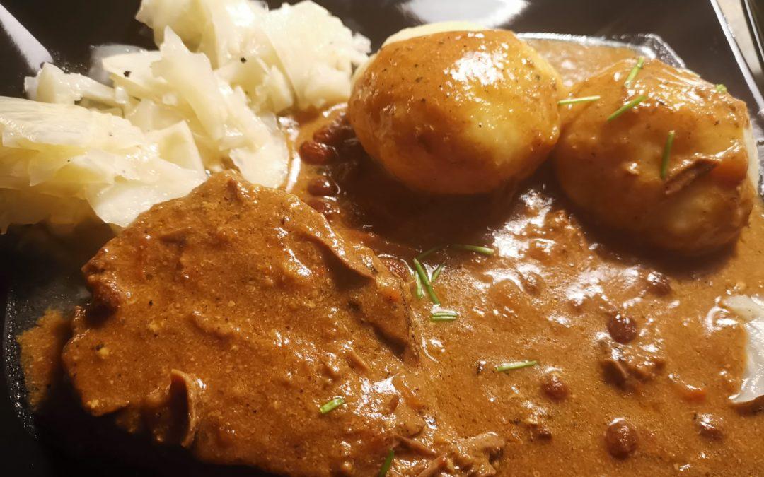 Sauerbraten – Kartoffelklöße und Selleriesalat