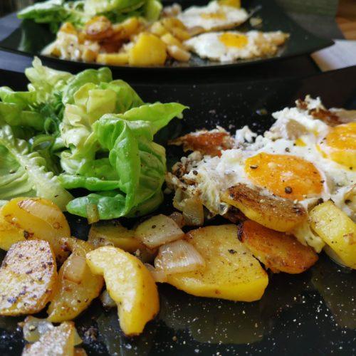 Bratkartoffeln mit grünem Salat