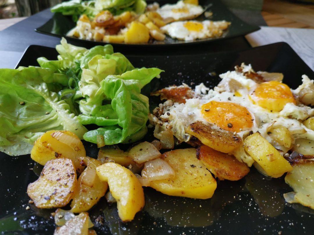 Bratkartoffeln mit süßem Salat