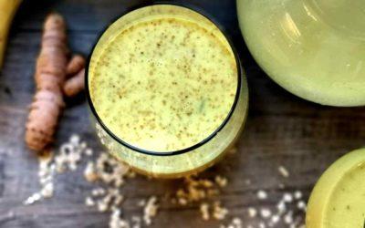 Goldene Milch mit frischem Kurkuma