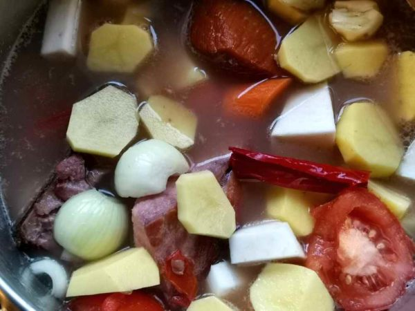 Brühe mit Kasseler und Suppengemüse