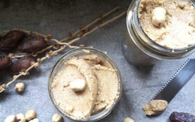 Haselnuss-Mus mit süßen Datteln – Rezept