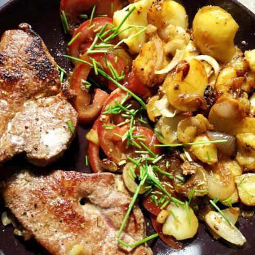 Kalbsleber mit Bratkartoffeln und Tomatensalat