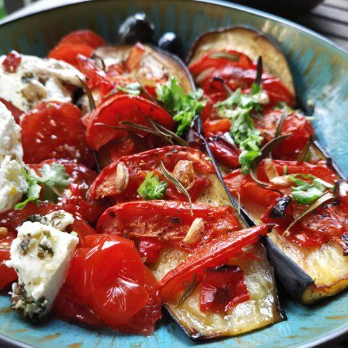 gebackene Auberginen mit Tomaten-Fetasalat