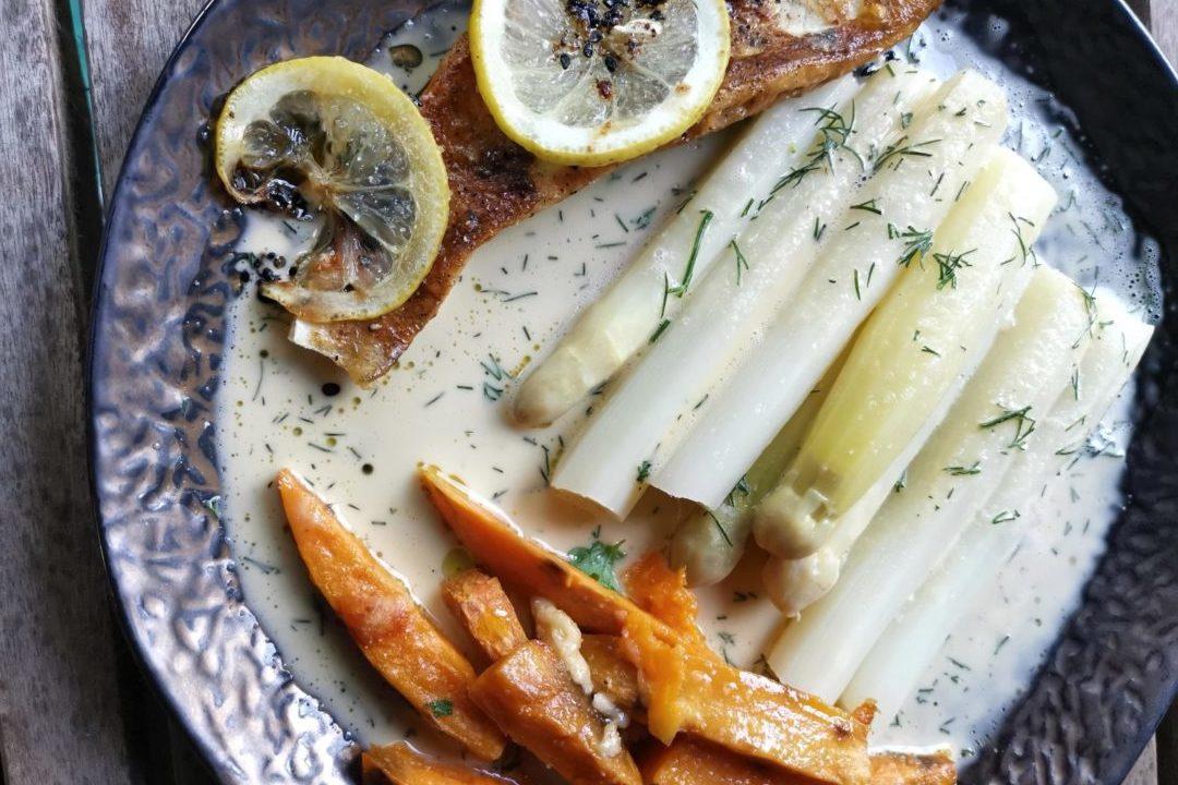 Spargel mit karamellisiertem Spargel und zweierlei Potatoes