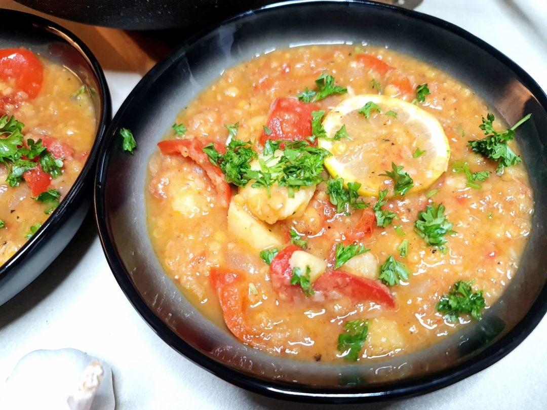 Paprika-Kartoffelgulasch mit roten Linsen