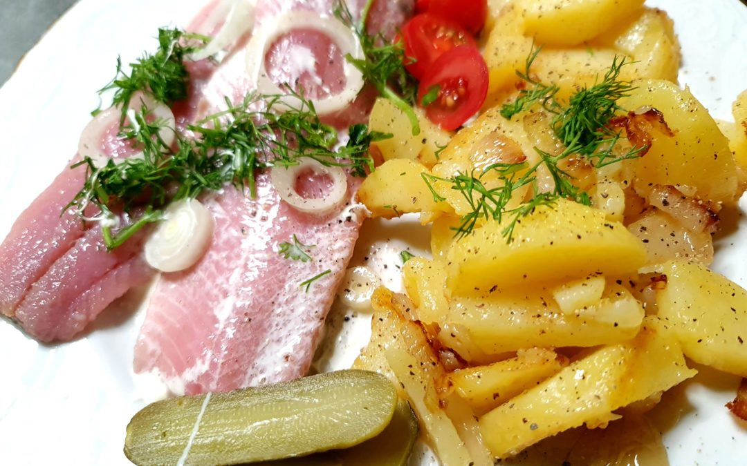 Matjes mit Bratkartoffeln