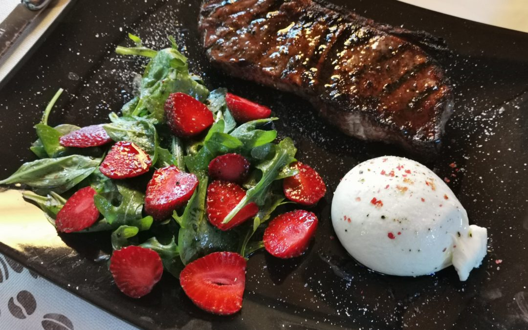 Roastbeef mit Burrata und Salat