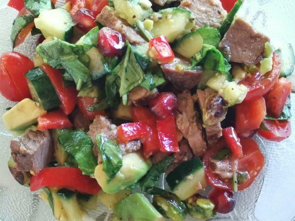 Bunter Rindfleischsalat mit Avocado