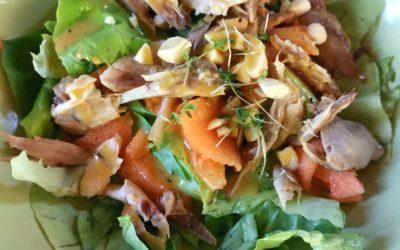 Sommersalat mit Melone und Hähnchen