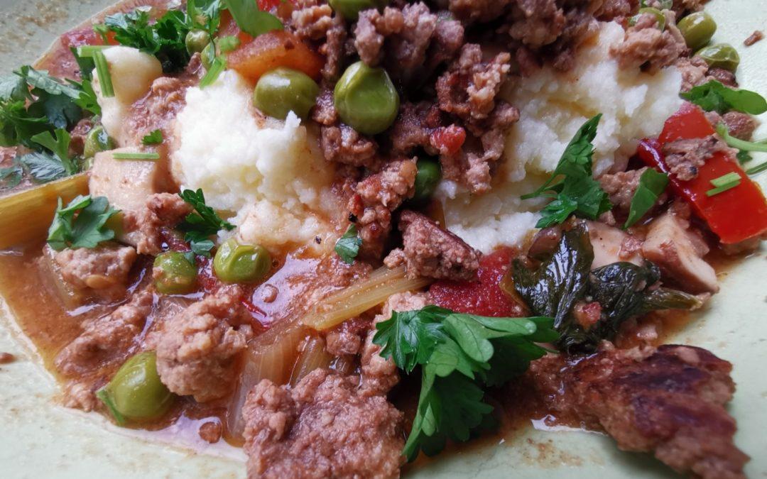 Gemüse-Hackfleisch-Pfanne mit Kartoffel-Stampf