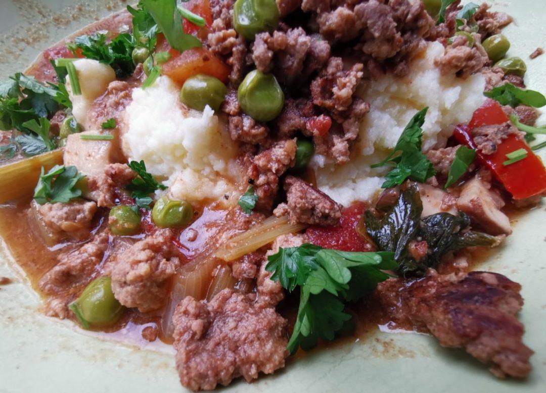 Gemüse Hackfleisch Pfanne mit-Kartoffelbrei